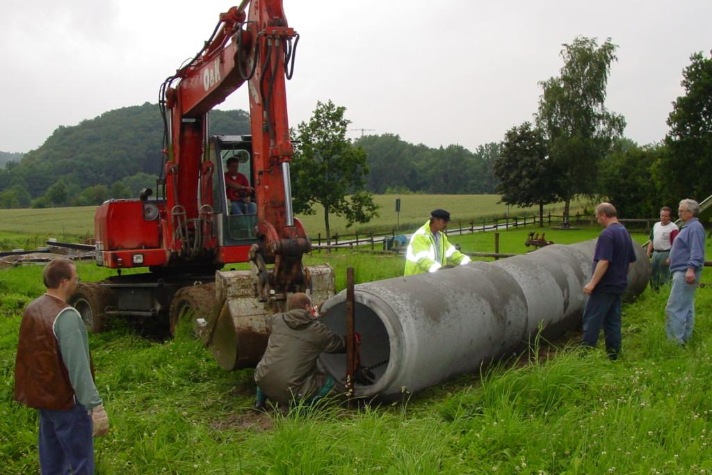 Anlieferung der Rohre für die neue Rutsche