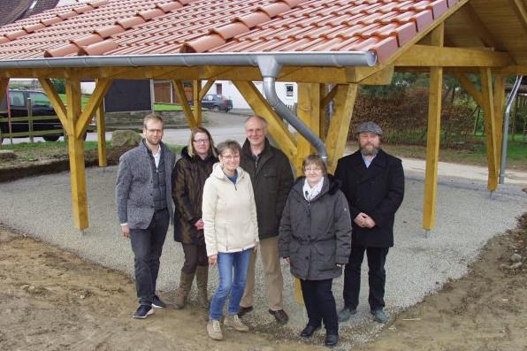 Errichtung des Wetterschutzes auf dem Mehrgenerationenspielplatz